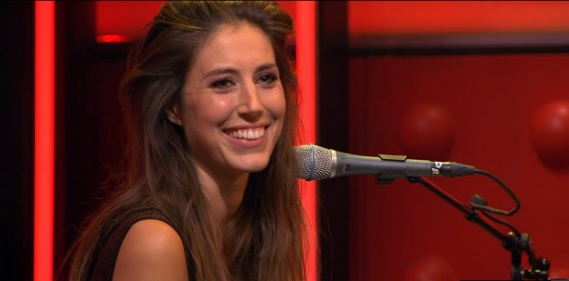 Iris Hond Live At Dwdd Playing Songs From Her Album Dear